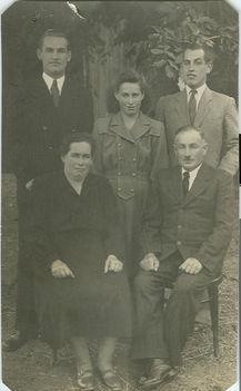 Pacher Arnold és családja