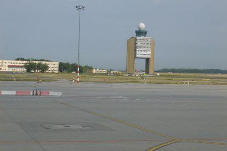 Budapest Airport fölött és érkezés 14