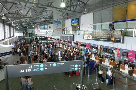 Budapest Airport fölött és érkezés 15