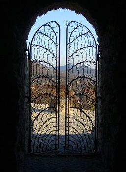 a sziklakápolna kapuja
