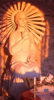 Pilisszántó sziklatemplom Boldogasszony-szobor