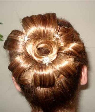 virágcsokor frizura címkék esküvő frizura haj menyasszonyi ...