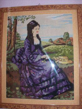 Lila ruhás nő 13