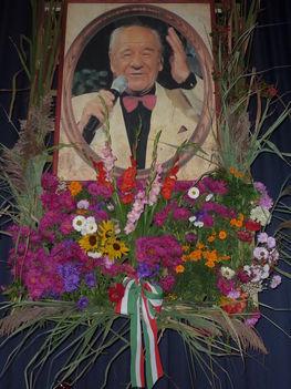 Győri Szabó József élővirágokkal