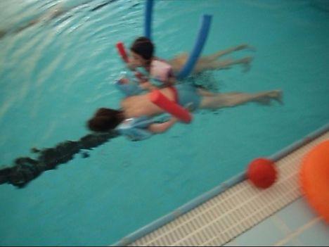 Máté,Vanda Úszó hód -úszótanfolyam ,kiscsoportos oktatás Zugló