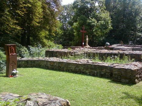 A Budaszentlőrinci Pálos kolostornál 22