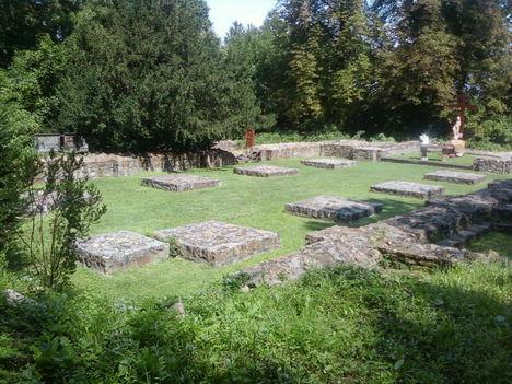 A Budaszentlőrinci Pálos kolostornál 30