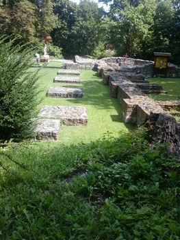 A Budaszentlőrinci Pálos kolostornál 32