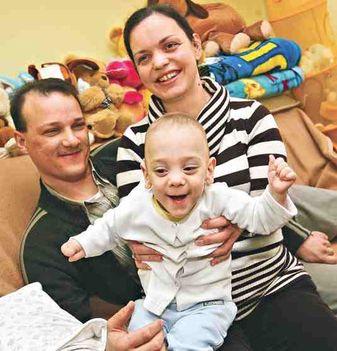 Boldogság Máté nem egészséges, de szülei, Adrienn és Csaba szerint hihetetlen életösztön munkál benne