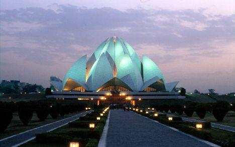 india, delhi 8 Bahai Lotus templom kivilágítva