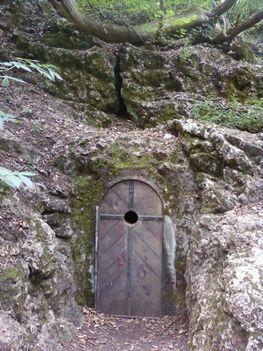 Pálosok és a Hárshegyi Bátori-barlang 2