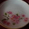 virágos ág tányéron