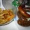 hurka, kolbász és sült krumpli