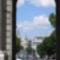 Kilátás a Puerta de Alcalá boltíve alól