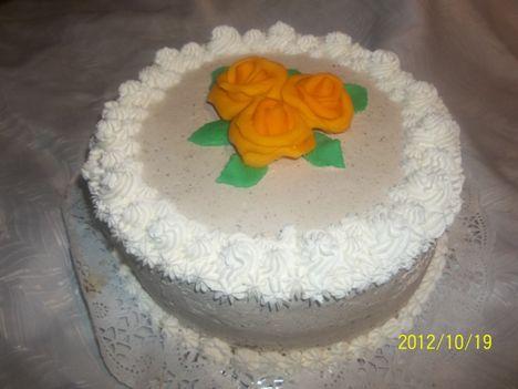 Narancs sárga rózsás torta