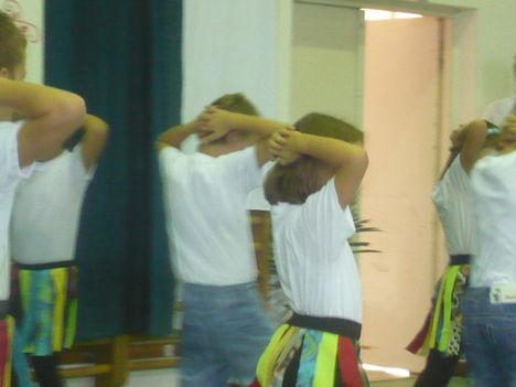 Kenyeri gyerekek tánca színesítette a músort.