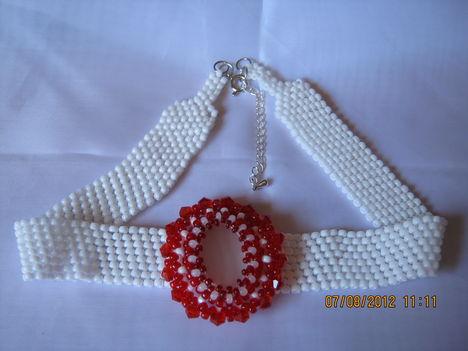 fehér-piros szett nyaklánc