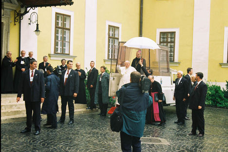 pápalátogatás 1