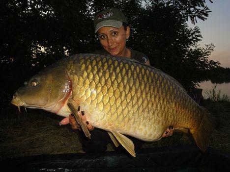 csajok_halak_ponty16,7 kg_4662_n