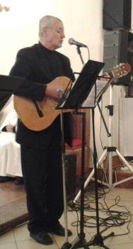 Szombathelyi Szaniszló énekel