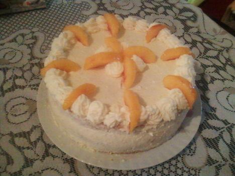 Túrós barackos torta
