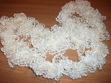 fehér bogyós fonal