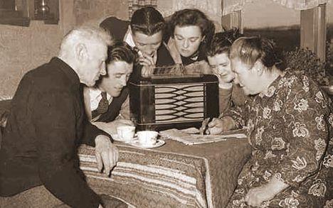 A rádióban magyarnóta szól