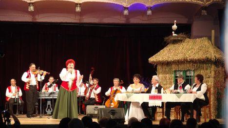 Marosvásárhely, 2012.11.25 Magyarnóta est a Hajlik a rózsafa társulat szervezésében 9