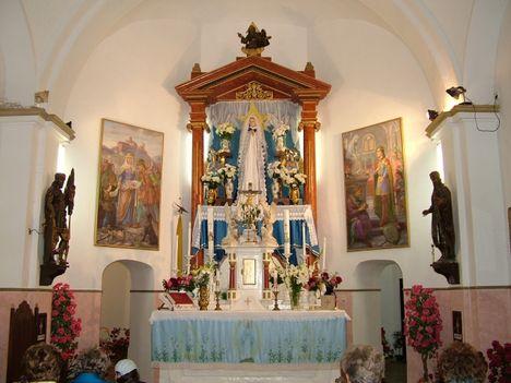 Az imádkozó Szent Szűz-Csatkai templom főoltár-kegyhely-Csatka