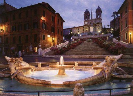 Piazza di Spagna - fontana della Barcaccia - Roma