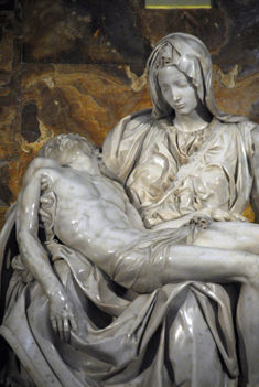 Pietà - Michelangelo (1499)