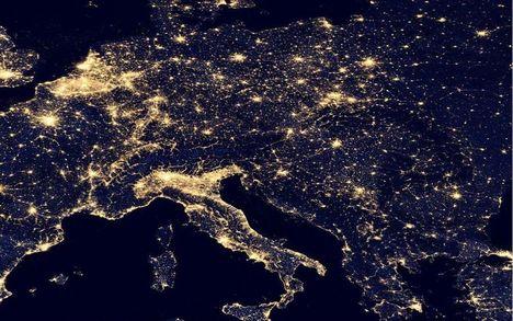 Európa egy része a NASA éjszakai a Földet ábrázoló felvételén