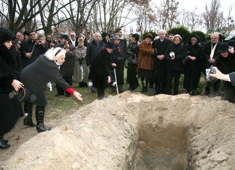 Kovács Apollónia-A Magyar Nóta Királynöjének temetése 29