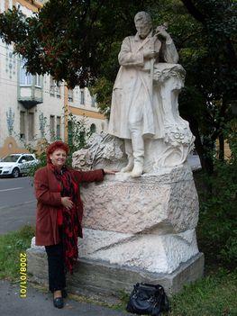 Szegeden a  Dankó szobornál