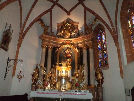 Maria- Weinberg, Szűzanya kegytemploma , Oltár