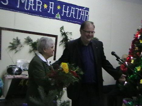 László Máriának a polgármester megköszöni a munkáját 2012