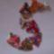 karkötő színes háromszögekből