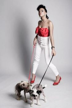 Nkuya Sonia - díva kutyákkal