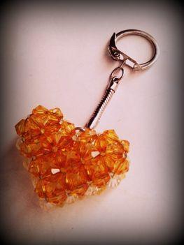 Szív kulcstartó akril gyöngyből