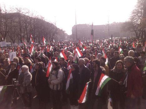Devizahitelesek a Kossuth téren
