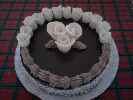 Csoki torta kókuszos cukorrózsával