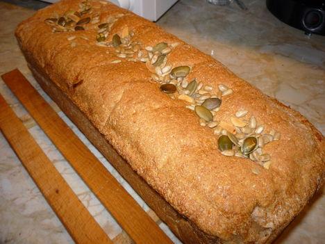 tönkölylisztes, zabpelyhes kenyér