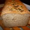 tönkölylisztes, zabpelyhes kenyér felvágva