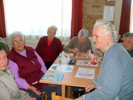 Húsvéti készülődés az Idősek klubjában 2013 4
