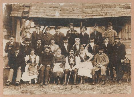 A falu rossza c. színdarab szereplői 1920. Kóny