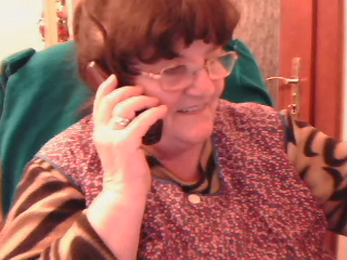 Anyuka telefonál ...
