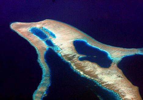 A delfin alakú sziget Indonéziában található