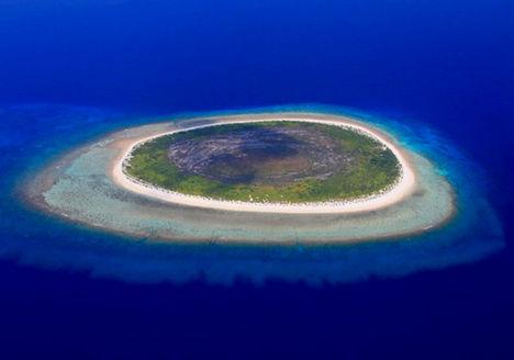 Ez a Maldív-szigetek között található szigetecske pedig egy emberi szemre hasonlít