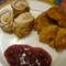 Fustos csirkemell tekercs, burgonya fánk , meggy mártással