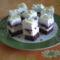 Túrókrémes áfonyalekváros sütemény szeletelve